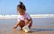 Petite-fille-Plage-LesSablesdOlonne--CreditJacquesBoulissiere